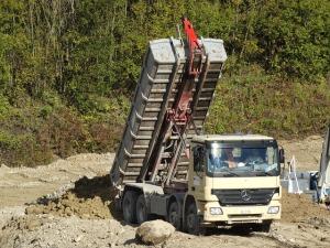 tilt-trucks-482421_640